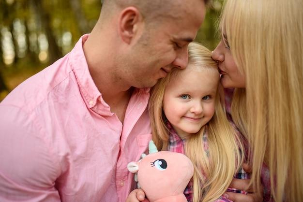 Rodzice i córka zbliżenie.