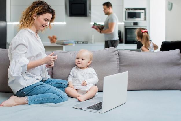 Rodzice pracujący w domu