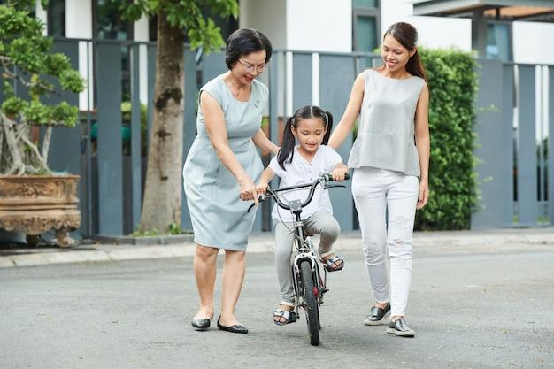 Rodzina, jazda na rowerze