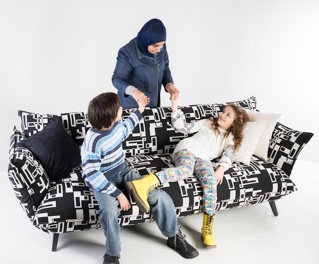 Rodzina na kanapie