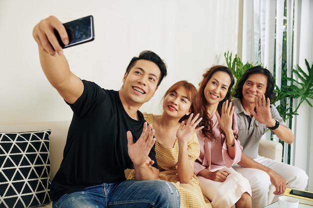 Rodzina przy selfie