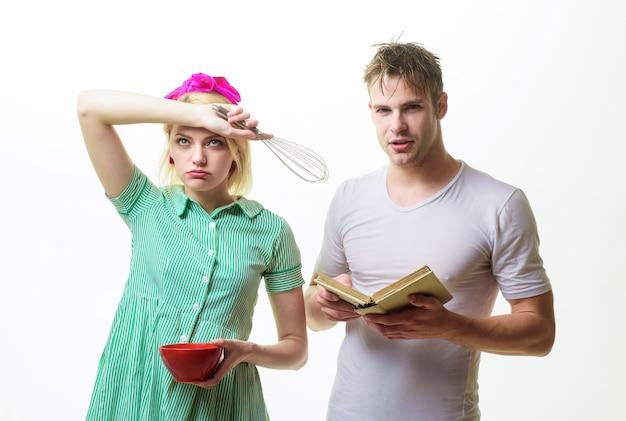 Rodzina spędza razem czas kochać mężczyznę i kobietę koncepcja pary domowej mąż i żona rodzina