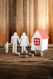 Rodzina symbolizująca łańcuch papieru i dom