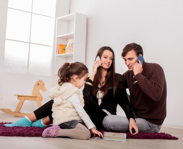 Rodzina w pokoju