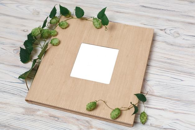 Rodzinna fotoksiążka z twardą okładką. album ze zdjęciami ślubnymi