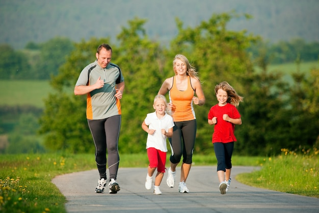 Rodzinne jogging na świeżym powietrzu