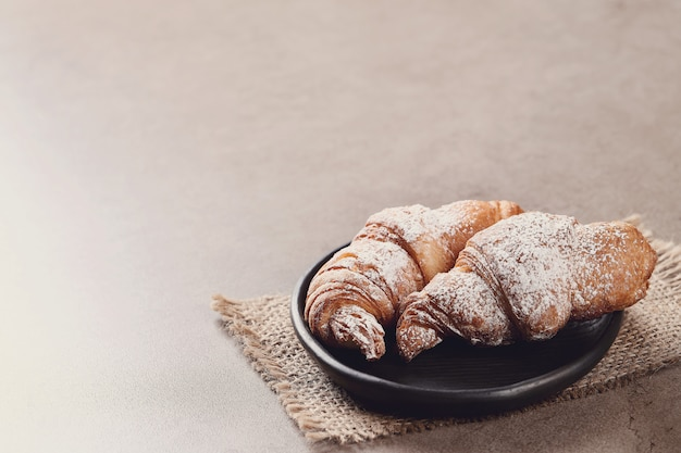 Rogaliki z cukrem pudrem