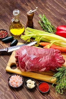 Rolada wołowa z warzywami jako farsz do pieczenia w piekarniku
