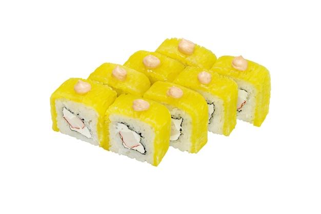 Roladki sushi z owocami morza ananasa i twarogiem próbka gotowej potrawy