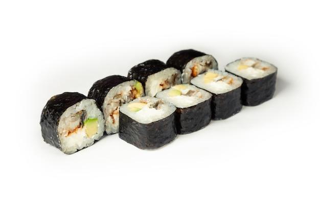 Roladki sushi z węgorzem i awokado