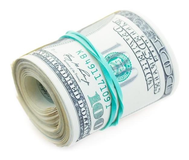 Rolka dolarów na białym tle na białej ścianie