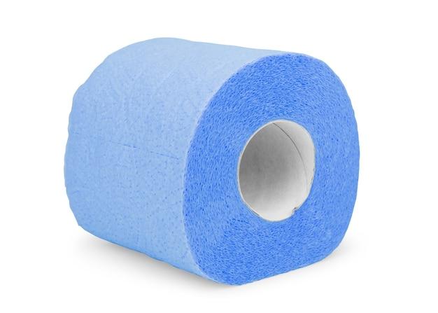 Rolka niebieskiego papieru toaletowego na białym tle