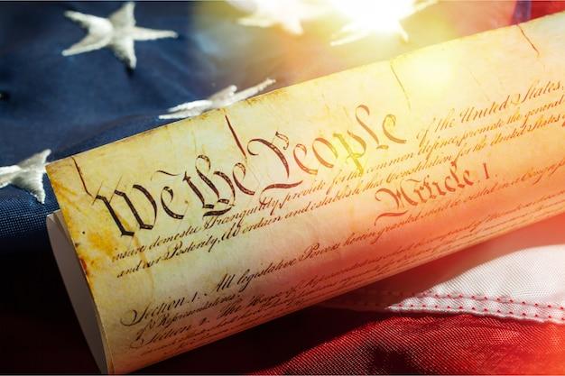 Rolka rocznika konstytucji usa, patriotyzm, tło czwartego lipca