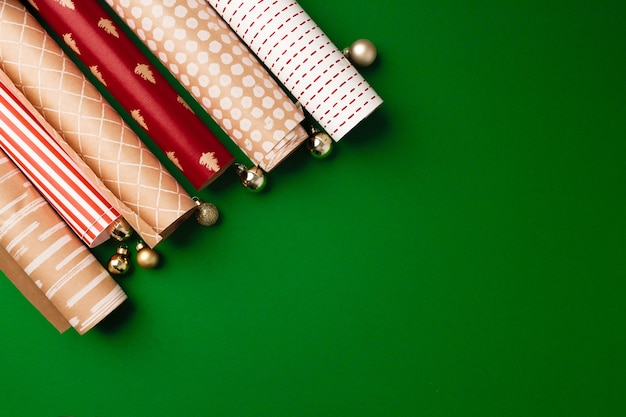 Rolki papieru pakowego na prezenty świąteczne, góra