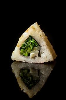 Roll sushi z wodorostami