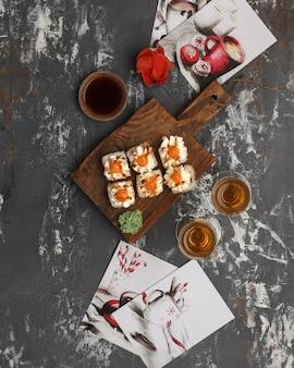 Rolls japońska i chińska tradycyjna kuchnia zestaw sushi bar