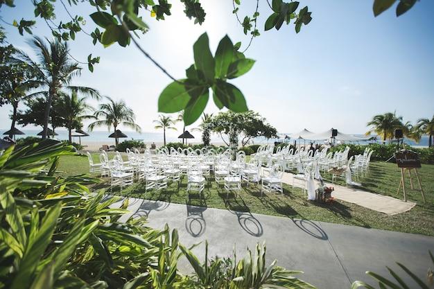 Romantyczna ceremonia ślubna na plaży