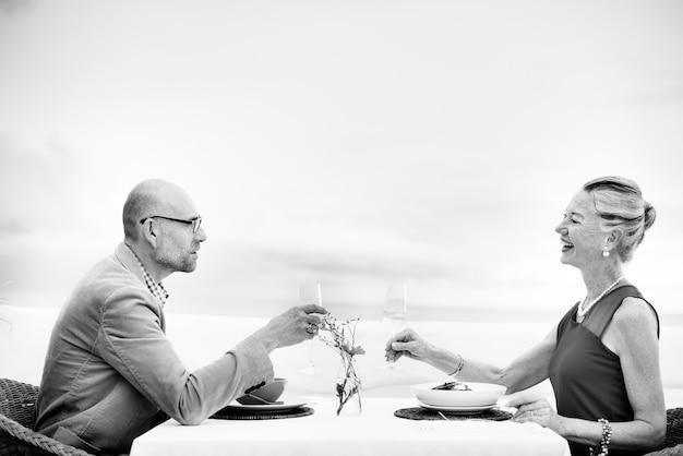 Romantyczna data toast celebration party concept