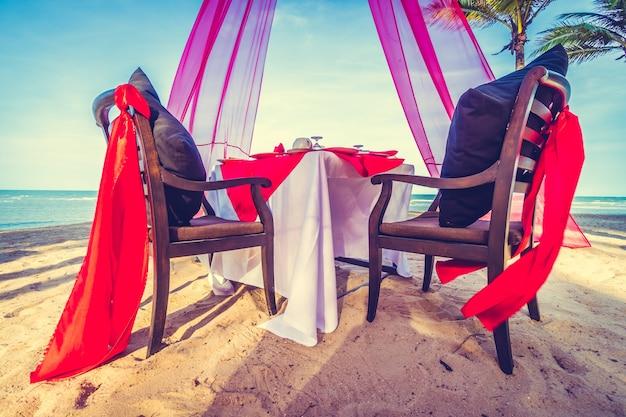 Romantyczna jadalnia obiad słońca ocean