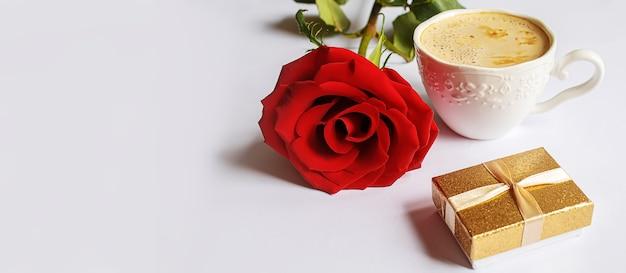 Romantyczna kolacja dla ukochanej. selektywne skupienie.wakacje