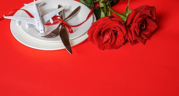 Romantyczna Kolacja Dla Ukochanej. Selektywne Skupienie.wakacje Premium Zdjęcia