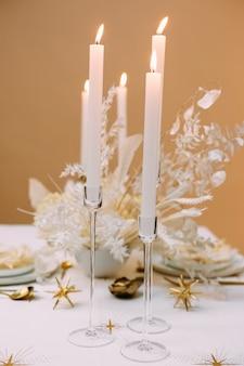 Romantyczna kolacja kandelabr złoty wystrój stołu świecznik