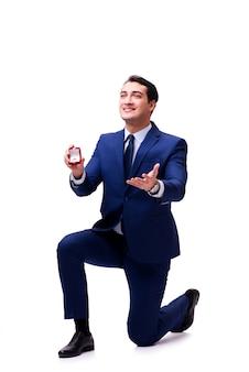 Romantyczna koncepcja z mężczyzną składającą propozycję małżeństwa