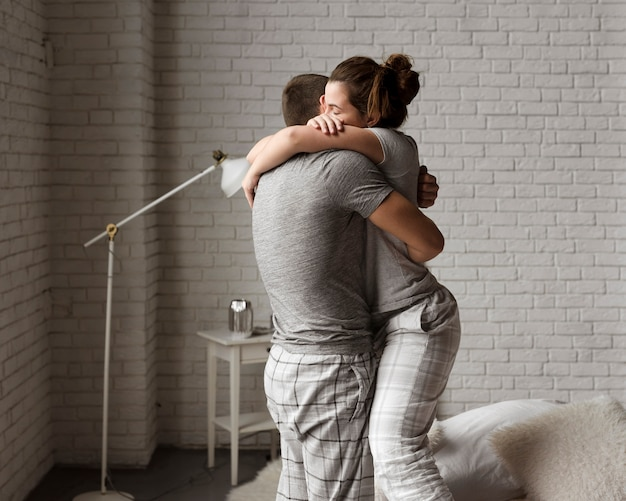 Romantyczna młoda para razem w miłości