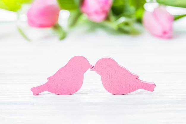 Romantyczna para całujących się ptaków, karta miłości