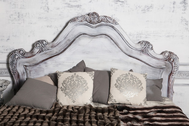 Romantyczne drewniane łóżko