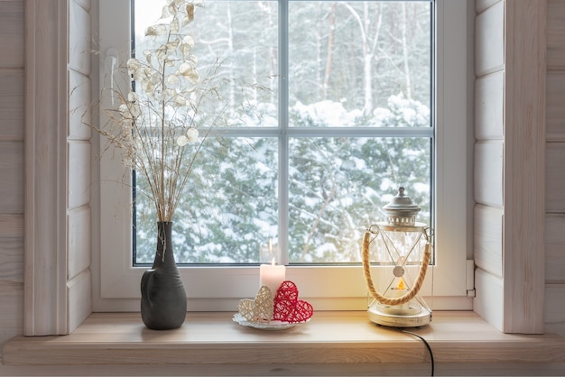 Romantyczne okno z widokiem na ogród zimowy koncepcja świąteczna