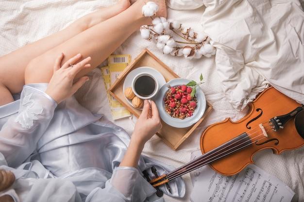 Romantyczne śniadanie do łóżka