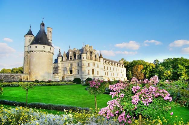 Romantyczne średniowieczne zamki w dolinie loary