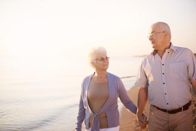 Romantyczny spacer po plaży