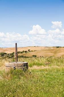 Romantyczny widok na toskanię w sezonie letnim, niedaleko san quirico