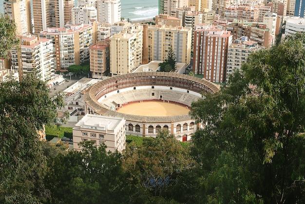 Ronda, hiszpania. starożytne hiszpańskie miasto. widok z lotu ptaka. arena do walk byków.