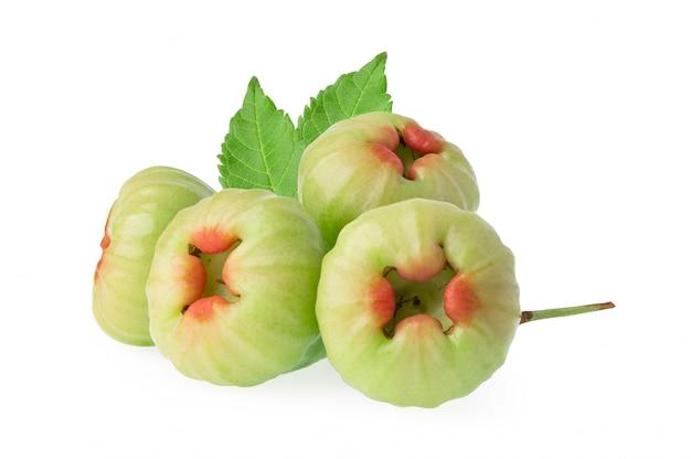 Rose apple, chophu, pink apple eugenia na białym tle na białym tle ze ścieżką przycinającą.