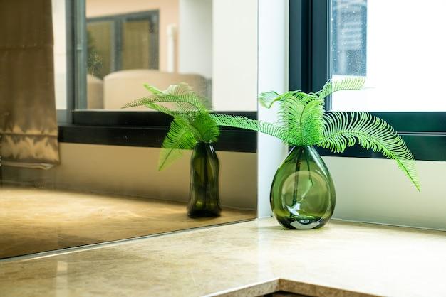 Roślina lub drzewo w dekoracji wazonu w salonie