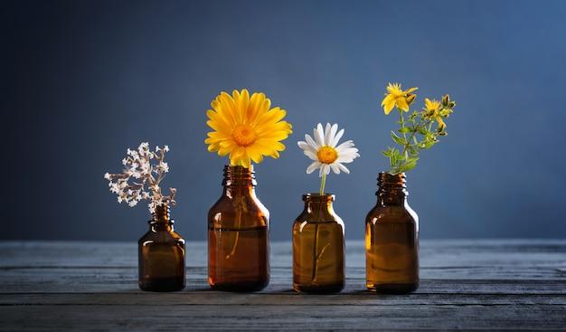 Rośliny lecznicze i brązowe butelki