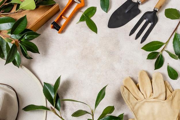Rośliny ogrodnicze narzędzia z bliska leżą płasko