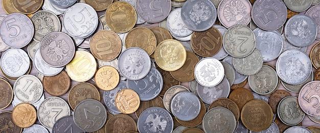 Rosyjskie monety metalowe rubli i kopiejek.