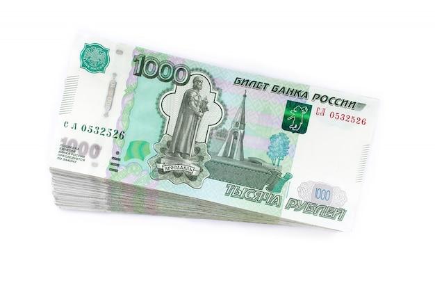 Rosyjskie ruble pieniężne, tysiąc, białe tło