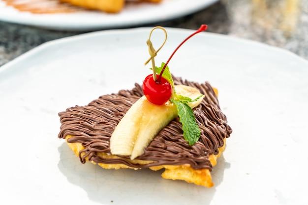 Roti z czekoladą i bananem