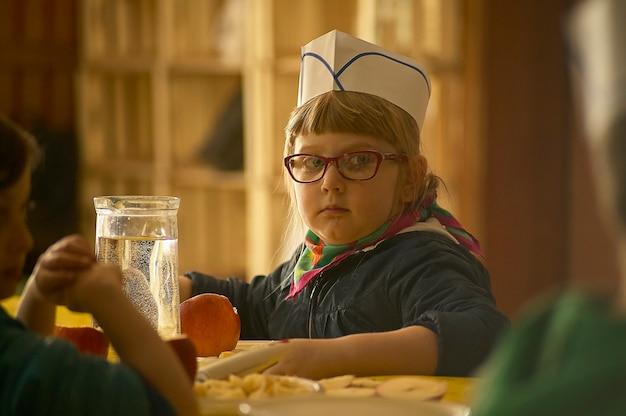Rovigo, włochy 19 lutego 2020: dziecko uczy się gotować