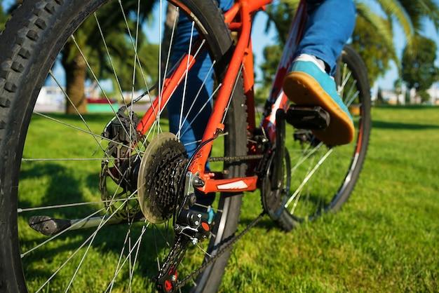 Rower górski jazda na rowerze latem