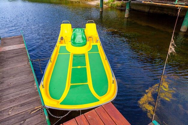 Rower wodny lub stacja katamaranów dla łodzi wiosłowych