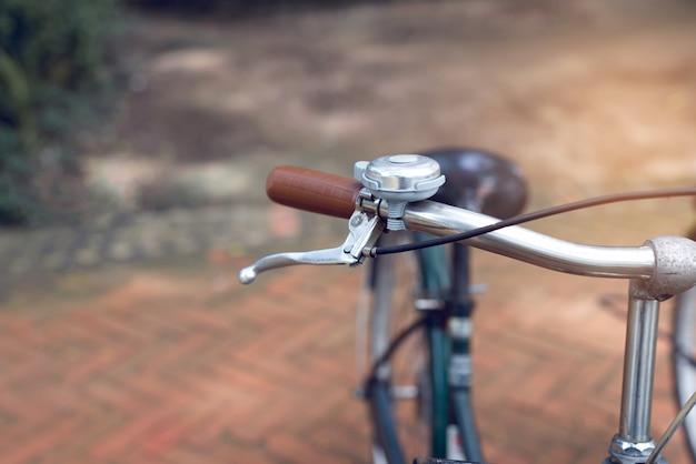 Rowerowa ręka z dzwonem