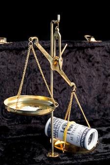 Równowaga między narkotykami a pieniędzmi