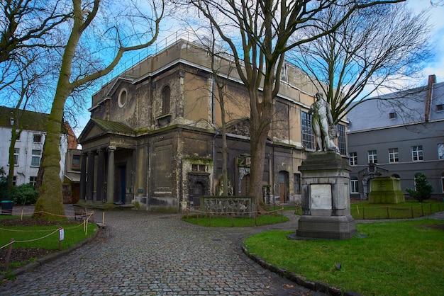 Royal academy of fine arts antwerp to akademia sztuki z siedzibą w antwerpii w belgii