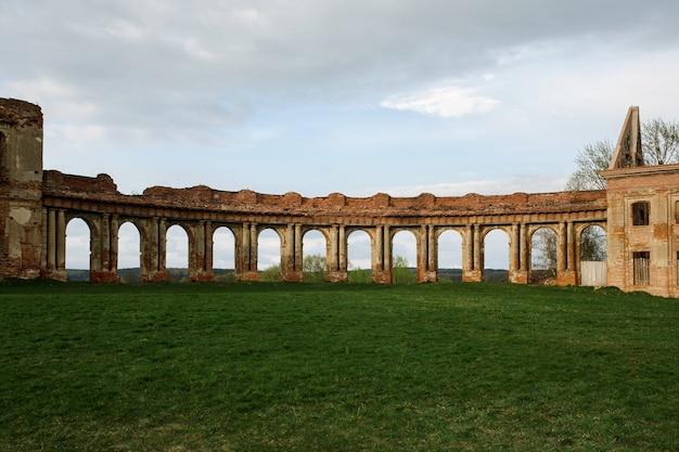Różana zrujnowany pałac sapiehów w zachodniej białorusi